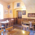 Restaurace - pohled na vstupní dveře