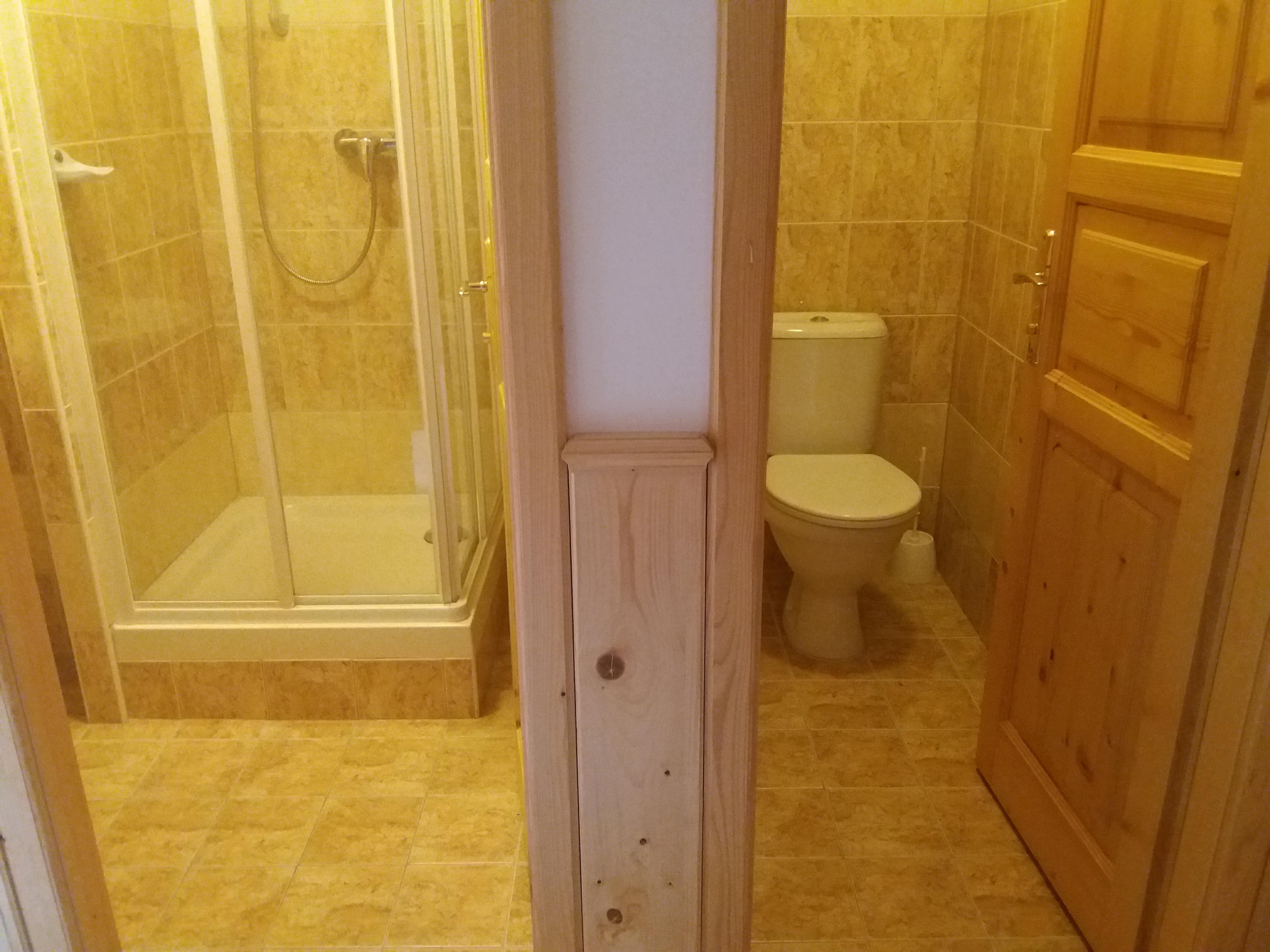 WC je stavebně odděleno od koupelny
