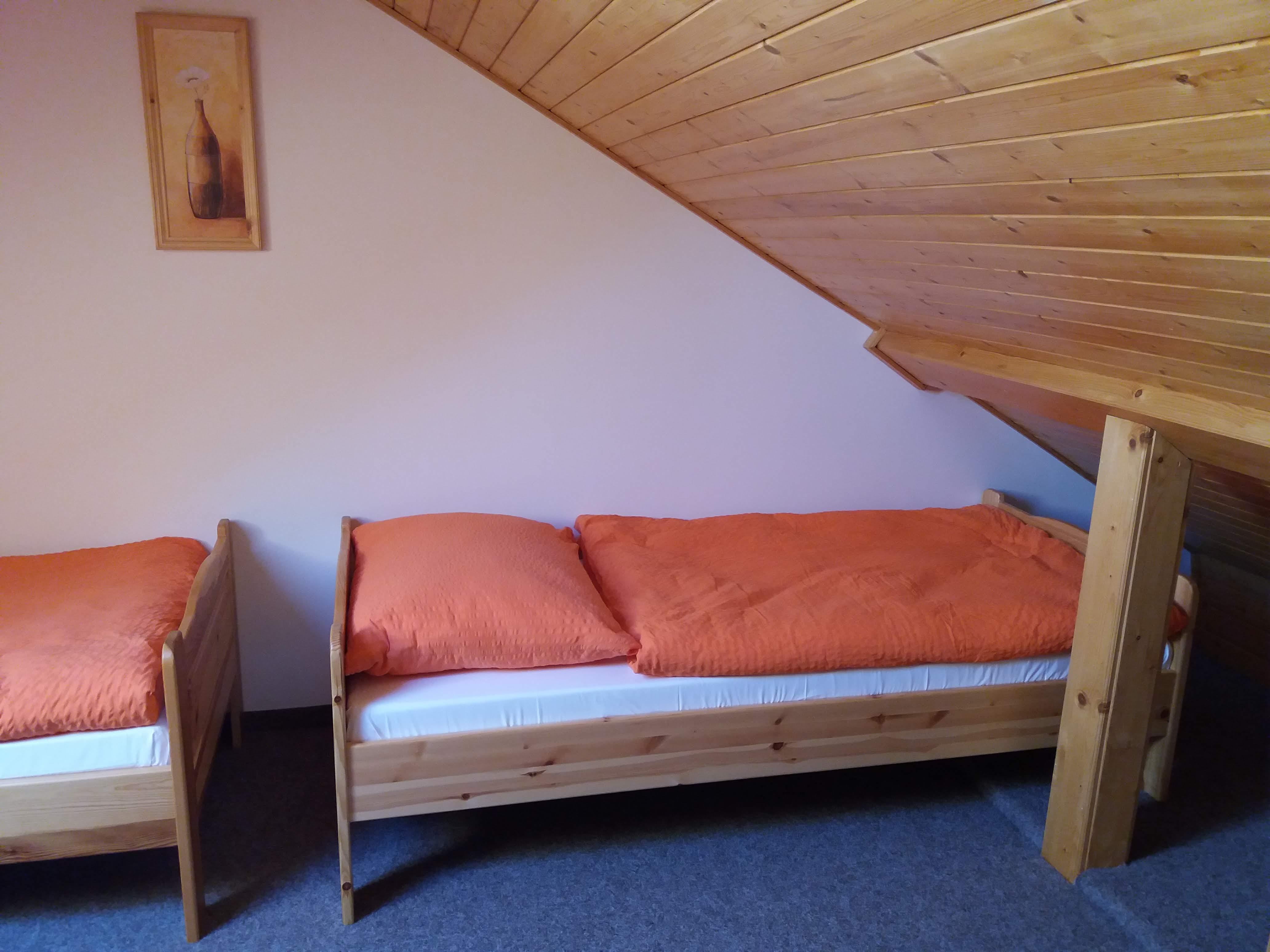V podkrovní části pokoje jsou celkem 3 lůžka