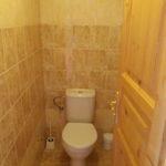 WC je stavebně oddělené od koupelny